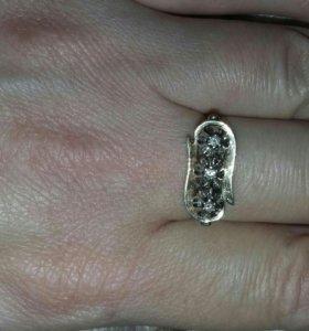 Золотое кольцо с брилтантами