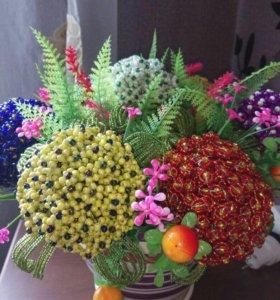 Цветы из бисера, топиарий и не только