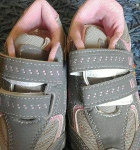 Новые кроссовки.