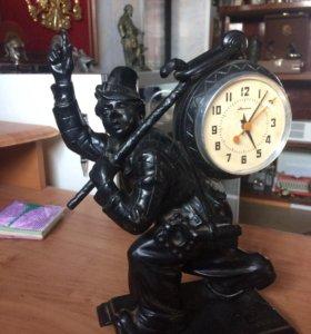 Часы клоун