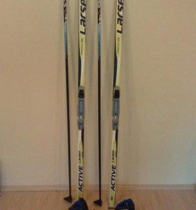 Лыжи,палки,ботинки.