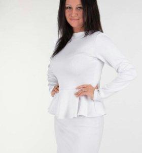 Белое платье с баской.(новое)