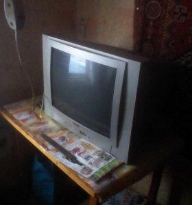 Сломаный телевизор, блок питания требует ремонта.