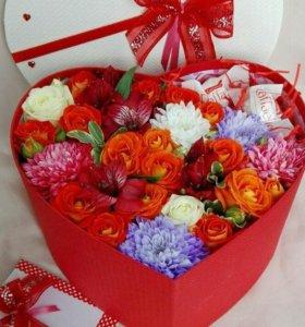 Цветы и конфеты в коробочке
