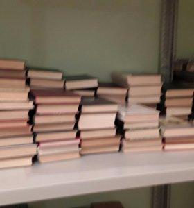 Книги для дизайна интерьера осталось 200 штук