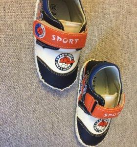 Кроссовки для мальчика р-р 20