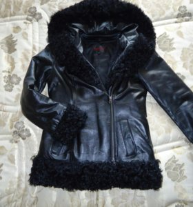 Кожаная куртка с мехом из каракульчи
