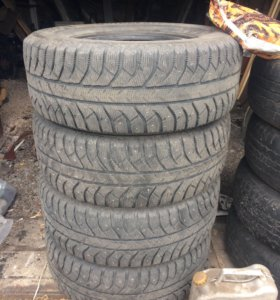 Зимняя шипованная резина Bridgestone, 285/65/17