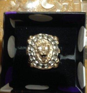 Перстень золотой с бриллиантами
