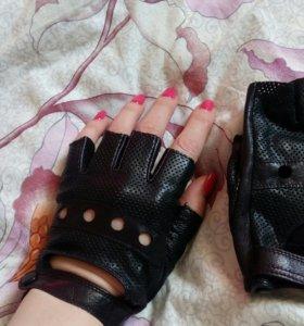 Новые перчатки из перфорированной кожи