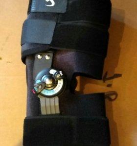 Ортез на коленный сустав жесткий с фиксацией угла