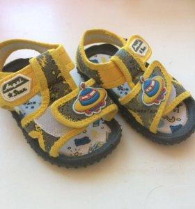 Детские сандали, новые