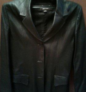 Куртка кожаная женская.