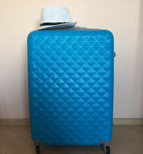 Большой пластиковый семейный чемодан