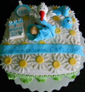 Торт украшенный мастикой и сливками