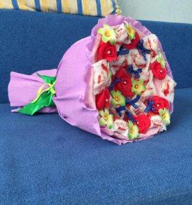 Букеты из конфет,игрушек,цветов.