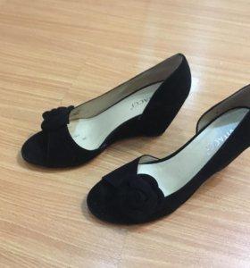 туфли на тонкетке,бархатные
