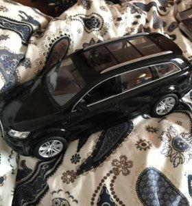 Радиоуправляемая машина Audi Q7 V12