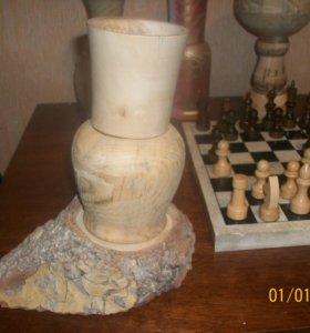 Ваза-эйфелева---ваза с красным оттенком...