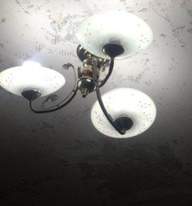 Люстра, в хорошем состоянии, 3 лампы