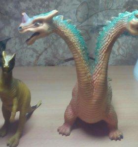 Двух головый дракон целый и динозавр тоже