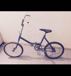 Синий крейсер горный велосипед