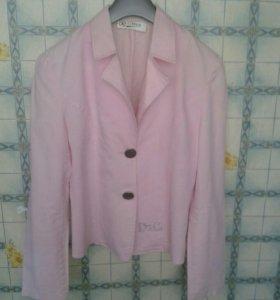Лёгкий пиджак....размер 44...