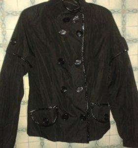 Демисезонная куртка в отличном состоянии.размер 44