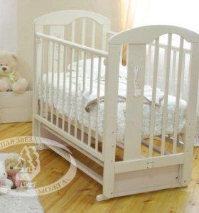 Детская кроватка (с матрасом)