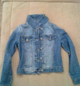 Джинс.куртка на девочку 140 рост