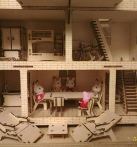 Домик для кукол с гравировкой и комплектом мебели