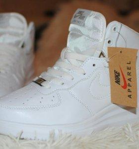 Новые кроссовки 35 размер