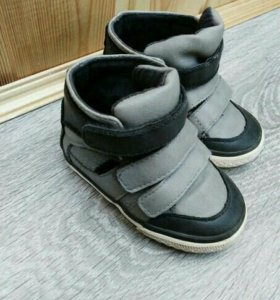 Продам ботиночки Zara Baby boy