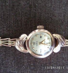 Продам золотые часы Чайка.