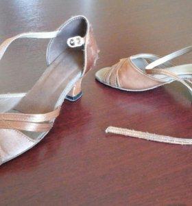 Продам танцевальные туфли латина 32 и 35 размер