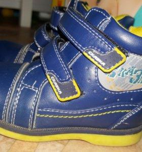 Детские ботинки. Обувь.