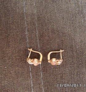 Продам золотые серьги.