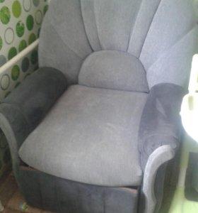 Кресло с выдвижным ящиком
