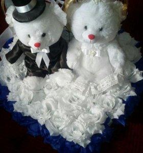 Свадебные украшения . подставка для колец в подаро
