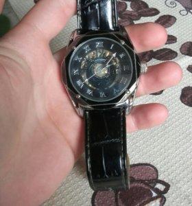 Часы Louis Valentin