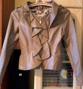 Куртка 44 размера в отличном состоянии