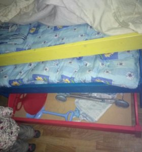 До воскресенья цена 4000 Тройная выдвижная кровать