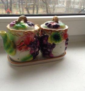 Чайник и сахарница на подставке