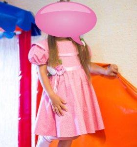 Платье красивое)