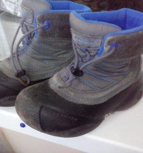 Ботинки, дутики, сапоги.