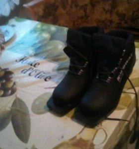 Лыжные ботинки чёрные 39р новые