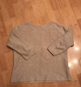 Бежевый тёплый свитер