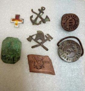 Кокарды , знаки , печати .