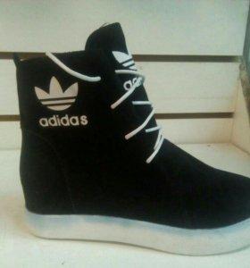 Кроссовки adidas новые.были 750 отдаю 600