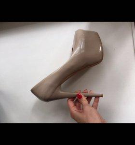 Туфли на шпильке 39р